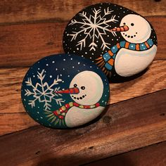 Latest Photos Snowman painting craft Suggestions It is really challenging to fight introducing the snowman painting task directly into a skill curric Rock Painting Patterns, Rock Painting Ideas Easy, Rock Painting Designs, Snowman Crafts, Christmas Projects, Holiday Crafts, Stone Crafts, Rock Crafts, Christmas Rock
