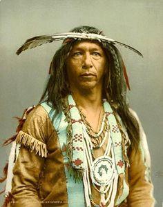 Un Uomo Trova Delle Foto A Colori Di 100 Anni Fa: Ecco Gli Indiani D'America Come Non Li Avete Mai Visti
