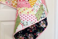 Inspiring methods that we get pleasure from! Quilt Square Patterns, Patchwork Quilt Patterns, Beginner Quilt Patterns, Quilt Block Patterns, Herringbone Quilt Tutorials, Herringbone Pattern, Crazy Quilt Blocks, Strip Quilts, Panel Quilts