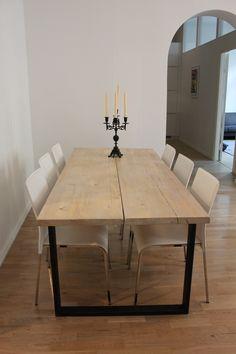 Eräs tämän hetken suosituimmista malleista on metallijalkainen lankkupöytä. Meille voit esittää toiveesi unelmiesi pöydästä kierrätyspuulankuilla tai uusilla leveillä, kuten kuvissa.
