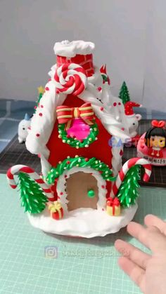 Clay Christmas Decorations, Polymer Clay Christmas, Easy Christmas Crafts, Polymer Clay Crafts, Diy Clay, Christmas Projects, Christmas Ornaments, Polymer Clay Disney, Christmas Videos