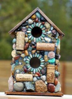 Outdoor Birdhouse and Mosaic Garden Art with colorful stones Vogelhaus und Mosaik-Garten-Kunst im Fr Mosaic Crafts, Mosaic Projects, Cork Crafts, Mosaic Ideas, Diy Crafts, Stone Mosaic, Mosaic Glass, Pebble Mosaic, Garden Crafts
