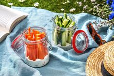 6 Fresh Picnic Ideas to Try This Summer Healthy Picnic, Picnic Snacks, Picnic Dinner, Picnic Foods, Healthy Snacks, Picnic Ideas, Summer Picnic, Summer Snacks, Summer Recipes