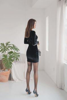 Sexy Asian Girls, Beautiful Asian Girls, Asian Fashion, Girl Fashion, Sexy Outfits, Fashion Outfits, Women With Beautiful Legs, Tokyo Street Fashion, Girls In Mini Skirts
