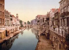 Above we show a remarkable photo of The Oude Gracht Viebrug, Utrecht. This color photochrome print was made between 1890 and 1900 in Utrecht, Holland.    The illustration documents The Oude Gracht Viebrug, Utrecht, Holland.
