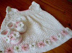 Crochet Pattern Baby Dress and Mary Jane Shoes par Littlewhiteduck, $5.20