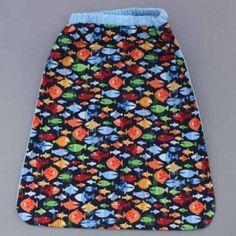 Serviette de table petits poissons avec attache élastique autour du cou. L'enfant la met et la retire seul à la cantine et à la maison. Lavable, 100% coton. Serviette astucieuse et confortable pour petits et grands qui ne veulent plus de bavoir. Création Lilooka.  http://www.lilooka.com/fr/accessoires-enfants-table-serviettes/336-serviette-de-table-enfants-elastiquee-petits-poissons-lilooka.html
