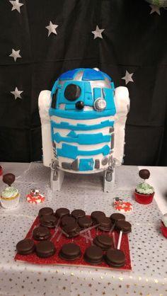 Torta de Star Wars  ...R2D2 ....by sweet treats by luciana manso