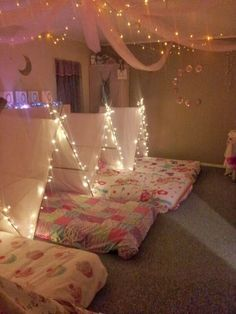Such a cute idea for a girls slumber party. Totally bringing the mattresses down to the basement instead of sleeping bags! Such a cute idea for a girls slumber party. Totally bringing the mattresses down to the basement instead of sleeping bags! Soirée Pyjama Party, Pyjamas Party, Pajama Party Kids, Camping Parties, Slumber Parties, Slumber Party Ideas, Sleepover Party Ideas For Girls Tween, Adult Slumber Party, Slumber Party Birthday