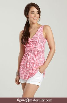 11e918b838939 Mothers en Vogue Ava Sleeveless Wrap Maternity   Nursing Top (Coral Pink  Wave Print)