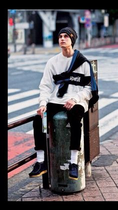 men's street style outfits for cool guys Fashion Mode, Fashion Blogger Style, Look Fashion, Fashion Outfits, Fashion Trends, Fashion Styles, Fashion Blogs, Fashion Hats, Fashion 2018