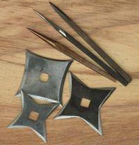 Shurikens  sauf takeda : longueur de 19cm Takeda bo-shurikens : longueur de 17.5cm Shakens de 10x10 Shakens de 11.5x11.5