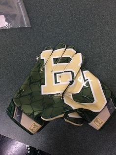 NEED THESE #BAYLOR GLOVES. #SicEm