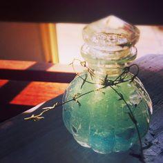 いま保冷剤の中身を使っておしゃれな消臭剤を作るのが流行っています♡市販のものよりもっと可愛いデザインの消臭剤を作ってみませんか?