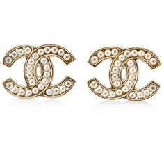 Pre-owned Chanel Interlocking C Pearl Earrings ($450) ❤ liked on Polyvore featuring jewelry, earrings, gold, pearl earrings jewellery, pearl earrings, earring jewelry, preowned jewelry and chanel jewellery