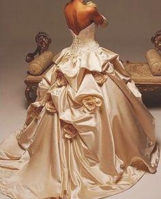 Abendkleid im Duchesse Schnitt: www.brautkleid-brautkleider.net