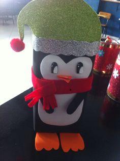 Dulcero de Navidad en forma de pingüino hecho con una caja de leche y foamy...