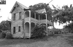 Old Florida House by zerotolerenc, via Flickr