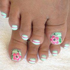 Nail art Christmas - the festive spirit on the nails. Over 70 creative ideas and tutorials - My Nails Summer Nail Polish, Summer Toe Nails, Nails Polish, Pedicure Designs, Fall Nail Designs, Cute Nail Designs, Cute Pedicures, Pedicure Nails, Manicure Ideas