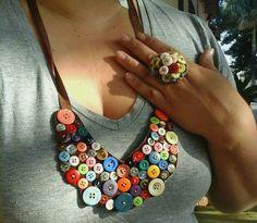 Restinho de botão, um belo colar um anel....