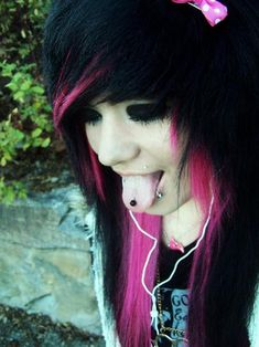 Black and pink scene hair Cute Scene Girls, Cute Emo Girls, Scene Kids, Black Scene Girls, Goth Hair, Emo Hair, Grunge Hair, My Hairstyle, Hairstyles With Bangs