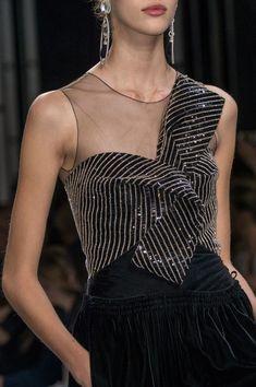 ❤❤Armani Privé at Couture Fall 2016 - Details Runway Photos Look Fashion, Fashion Details, High Fashion, Fashion Design, Armani Prive, Couture Fashion, Runway Fashion, Womens Fashion, Elegant Dresses