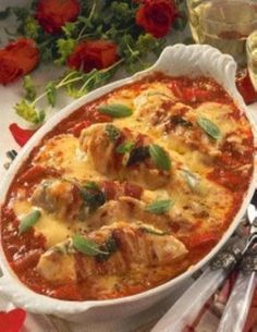 Das Rezept für Gebackene Hähnchenfilets in Tomatensoße und weitere kostenlose Rezepte auf LECKER.de