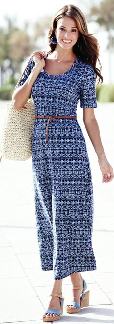 Travel Outfits for Europe - (article) - http://www.boomerinas.com/2014/03/28/what-i-wear-when-i-travel-to-europe-stretch-jersey/