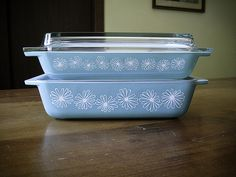 These are on my wish list~Pyrex Turquoise Daisy Spacesaver Set JAJ