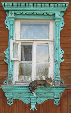 Lady Butterbug via FB~ Cool window surround...reminds me of the Chalk Paint® by Annie Sloan color PROVENCE ~