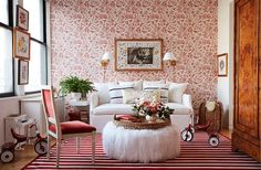 Move Over, Minimalism—the Décor Trend You Never Saw Coming Is Here Apartment Makeover, Apartment Design, Move Over, Sala Vintage, Design Salon, Red Rooms, Living Spaces, Living Room, Family Room Design