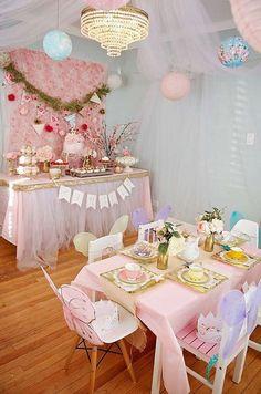 Such pretty decor for a tea party Garden Tea Party Birthday Party Ideas Fairy Tea Parties, Girls Tea Party, Princess Tea Party, Tea Party Theme, Toddler Tea Party, Tea Party For Kids, Party Party, Toddler Party Ideas, Tea Party Crafts