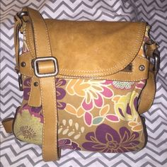 Fossil Side bag This bag is very well taken care of. Comes from a smoke free home. No stains or rips. Offers welcome Fossil Bags