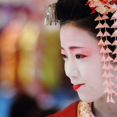 Japanese Maiko cracks a smile during an open air tea ceremony.  This is a lovely shot by momoyama. #flickr #Japan