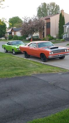 Road Runner 1969 et Super Bee 1970