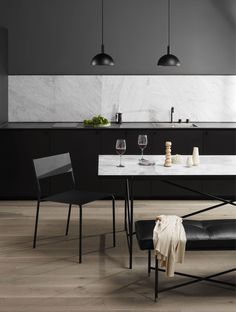 Dining area and kitchen with white marble Table and black studio pendants. Dining room inspiration and nordic minimalism. Furniture is Danish Design in a Nordic style. Wooden floor in kitchen area. Tile Top Tables, Round Marble Table, Piano Bench, Piano Room, Home Modern, Modern Living, Scandinavian Living, Nordic Living, Dining Room Inspiration