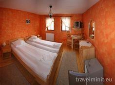 Medveház Panzió, Parajd szállás. A Medveház Panzió 19 szobával áll a vendégek rendelkezésére, amelyek fürdőszobával, kábeltévével és hütőszekrénnyel rendelkeznek.