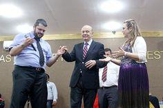 José Serra (ao centro) participa de culto da igreja evangélica Plenitude do Trono de Deus.