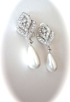 Clip on Pearl drop earrings ~ Austrian Crystals ~ Rose buds ~ Brides earrings ~ Bridal jewelry ~ Wedding jewelry ~ Stunning ~