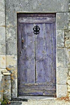 Lavender door in Provence. It always amazes me that doors like this are all over Europe. - A lavender doo in Provence where so much lavender is grown. Cool Doors, The Doors, Unique Doors, Windows And Doors, Front Doors, Knobs And Knockers, Door Knobs, Purple Door, Purple Gray