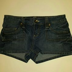 L.e.i. shorts Worn a few times. Made with a blend of ramie, cotton, spandex, and polyester. Like new condition. lei Shorts