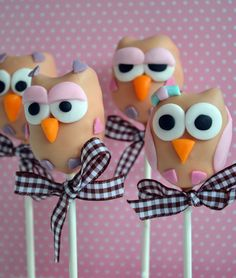 Ahhhhh!!!! Owl cakepops!!!! -- Owls seem to be a recurring theme for me this year.