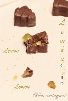Bombones de chocolate rellenos de lemon curd Chocolates Rellenos, Lemon Curd, Candy, Candies, Sweets, Truffles, Wish, Salud, Sweet