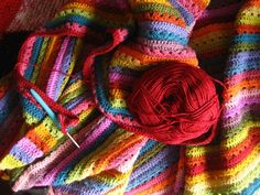 It's been another happy, colourful week here and life on the Cosy Blanket front has been.....well, cosy! I've been working on my blanket mostly at home this week, sometimes managing to find little snippets of time during the day but...