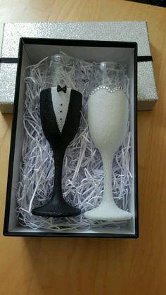 Wedding bride and groom glittered champagne flutes #GlitterGlasses