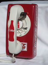 Vintage Red Coke Phone I would sooooo love to have this! Coca Cola Decor, Coca Cola Ad, Always Coca Cola, World Of Coca Cola, Vintage Phones, Vintage Telephone, Radios, Coca Cola Kitchen, Vintage Coca Cola