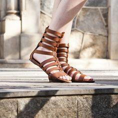 Com cano baixo ou alto, você ainda vai se render às sandálias gladiadoras!