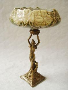 Art Nouveau  porselein schaal met brons. Antieke replica.