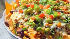 De combinatie van chips, kaas, groenten en kip is gewoon geweldig. De guacamole en de verschillende salsa's maken het allemaal nog lekkerder. Hieronder vind je de lekkerste nacho schotels!