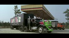 Maximum Overdrive (1986) Big Rig Trucks, Semi Trucks, Film Cars, Movie Cars, Maximum Overdrive, Top Ride, Badass Movie, Custom Big Rigs, Green Goblin